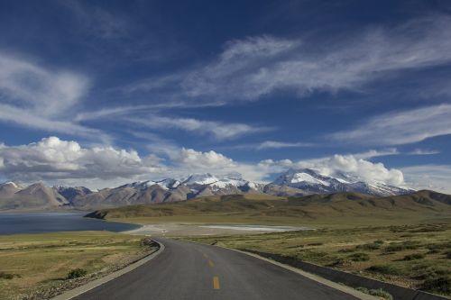 kelias,atstumas,vingiuotas kelias,kelionė,gamta,dangus,kraštovaizdis,mėlynas,greitkelis,kaimas,kelias,kreivė,Šalis,peizažas,vairuoti,horizontas,vaizdas,kaimas,gabenimas,vaizdingas,lauke,tuščia,atostogos,niekas,kalnai,kelias,sniegas,debesis,ežeras,vanduo