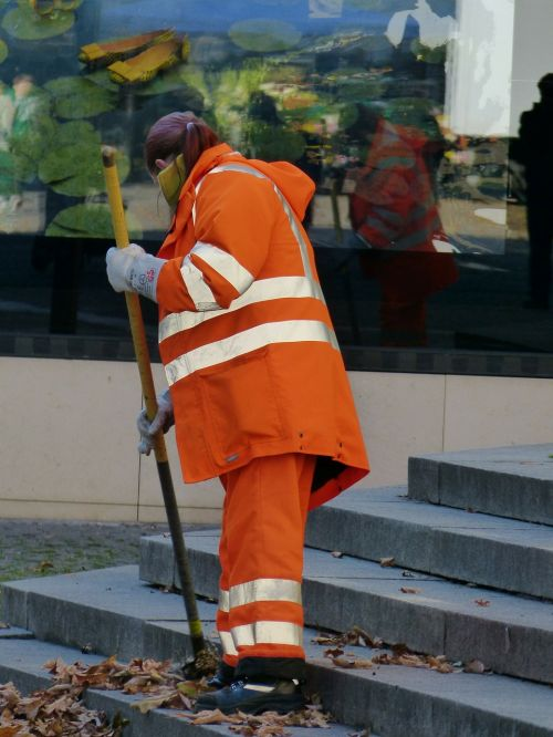 road strassenkehrerin orange