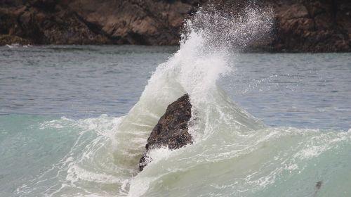 rock ocean harmony