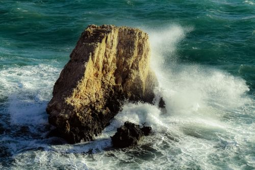 rock wave crushing