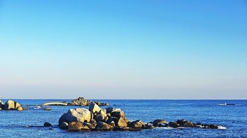 rock  sacheon beach  between the tianjin airport