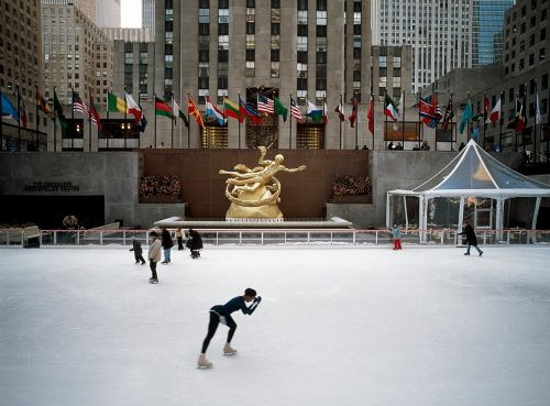 rockefeller center new york city skaters