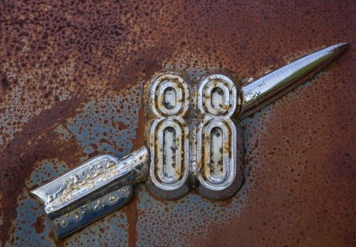 rocket 88 car badge old