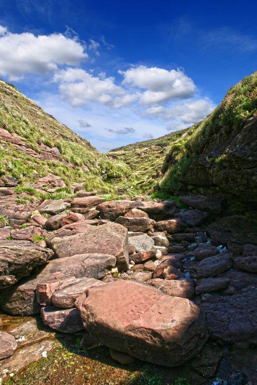 akmenys,dangus,gully,gamta,kraštovaizdis,saulės šviesa,lauke,vasara,mėlynas,kalnas,nuotykis
