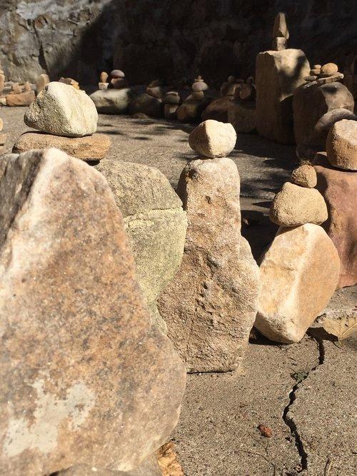 rocks  rock balancing  labyrinth