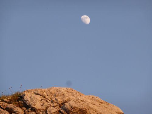 rocks luna sky