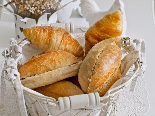 roll croissant breakfast