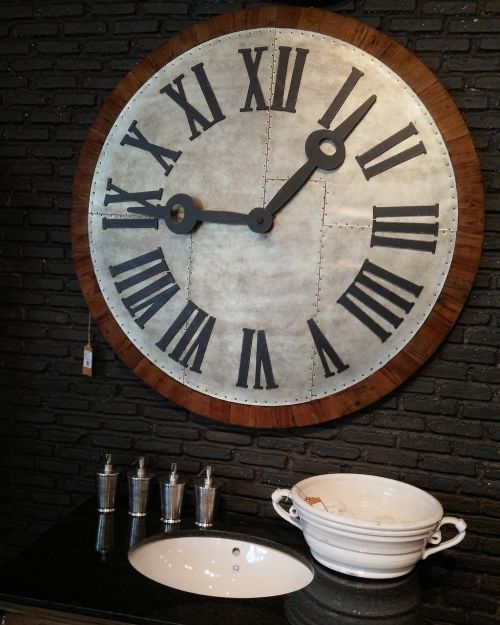 roman numerals wall lock