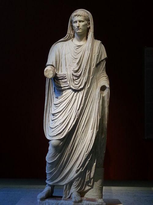 caesar augustus sculpture roman