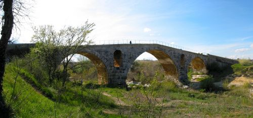 roman bridge pont julien vaucluse