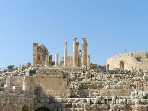 roman columns jerash jordania
