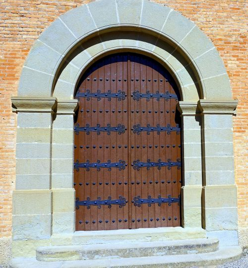 romanesque style church cult