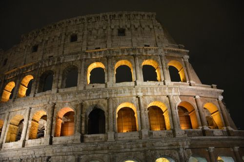 rome kolosseum night