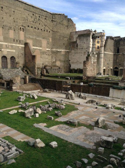 rome forum ruins