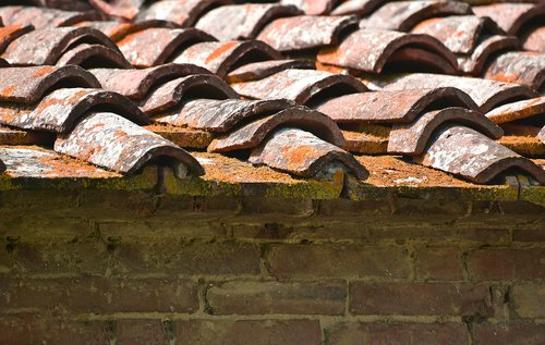 roof  tiled  red