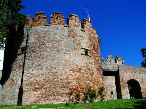 rook siklós castle medieval architecture