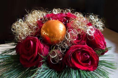 rose christmas arrangement
