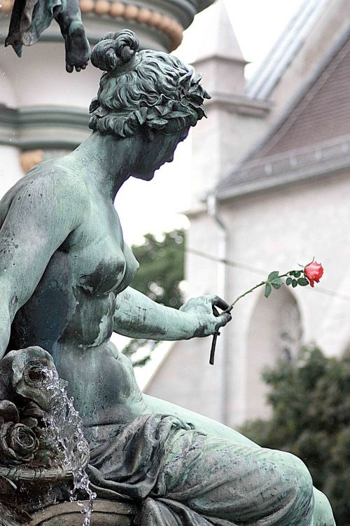 rose fountain statue
