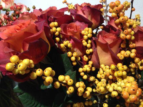 roses berries floristry