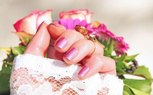 roses pink nail varnish