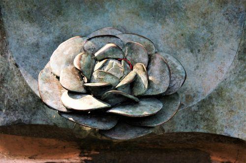 rosette iron sculpture