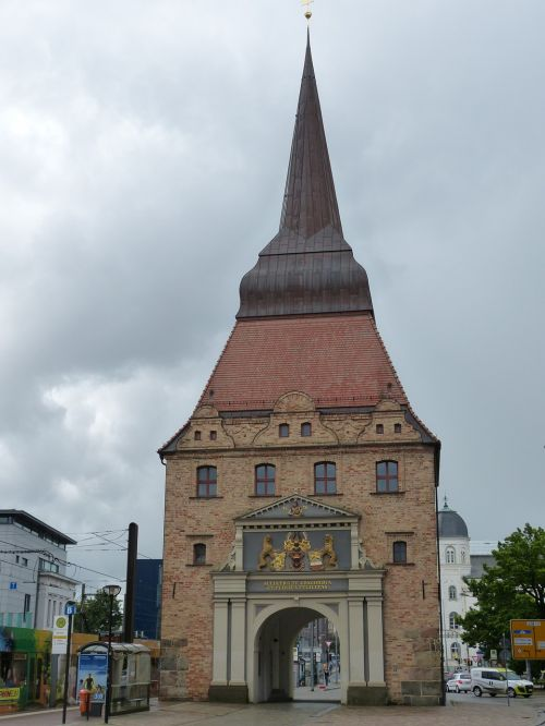 rostock,mecklenburg western pomerania,state capital,historically,brick,tower,goal,city gate,middle ages,architecture,free photos,free images,royalty free
