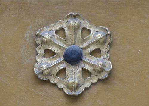 rosulate ornament flourish