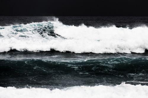 pertrauka, kranto, pakrantės, pavojingas, judėjimas, gamta, vandenynas, galia, galingas, grubus, jūra, purslų, purkšti, audra, audringas, vanduo, banga, oras, juoda, trapios bangos