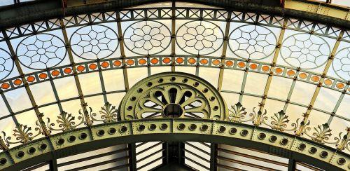 round arch window old