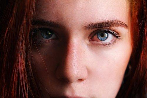 rousse  look  blue eyes