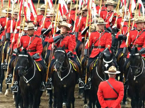 royal canadien mounted police crowd peoples