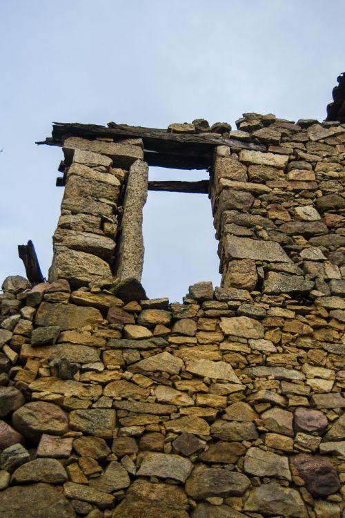 ruin stone wall