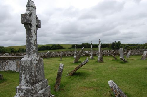 ruin ireland clonmacnoise castle
