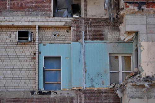 ruin decay leave