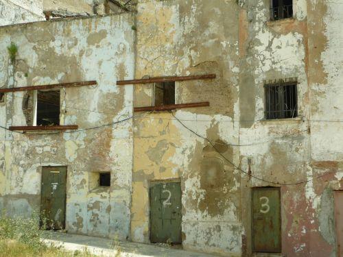 ruin state uninhabitable