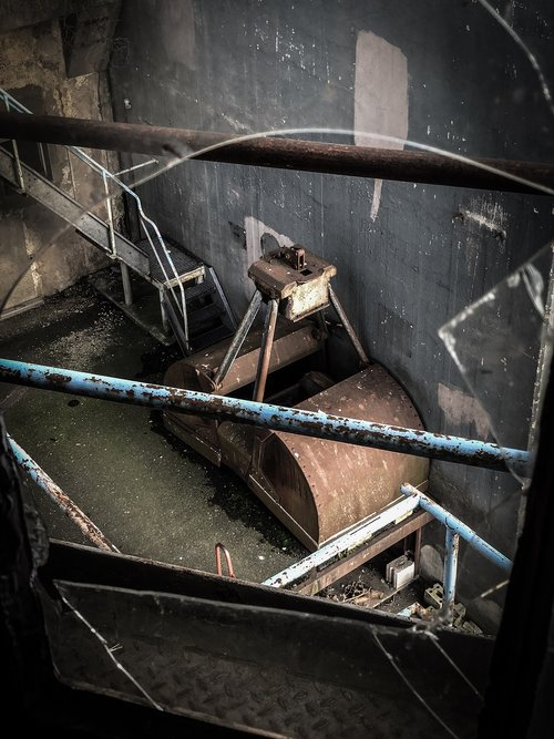 ruin  abandoned  broken