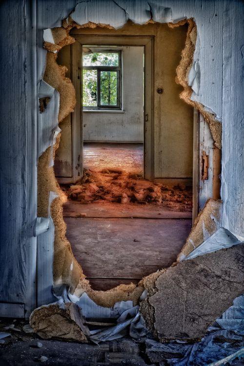 ruin decay home
