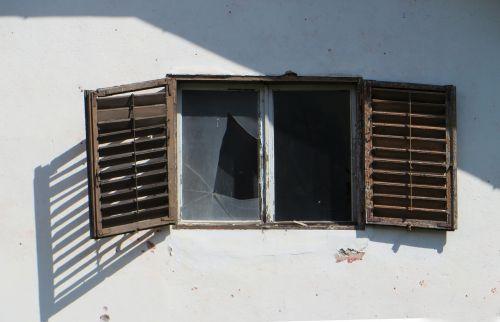 ruin window old