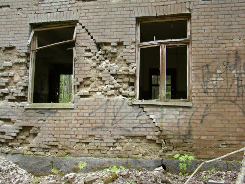 ruin,building,brick,bricks,window,free photos,free images,royalty free