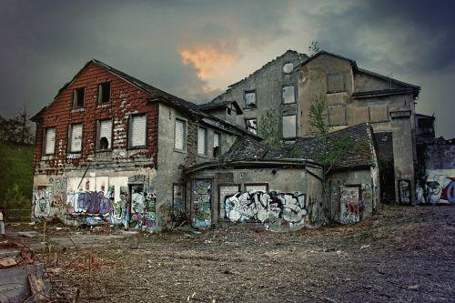 ruins break up old houses