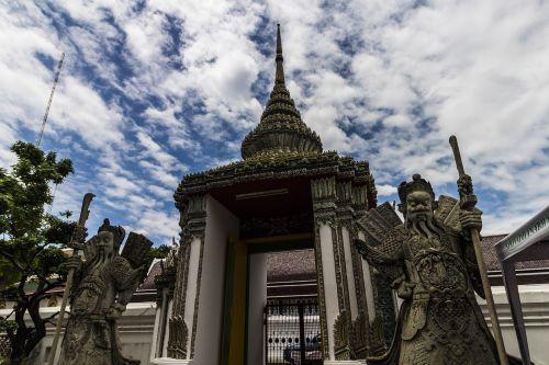 griuvėsiai,Bangkokas,mėlynas dangus,Tailandas,senas,šventykla,Wat Pho oficialus vardas yra wat phra chetuphon vimolmangklararm rajwaramahaviharn