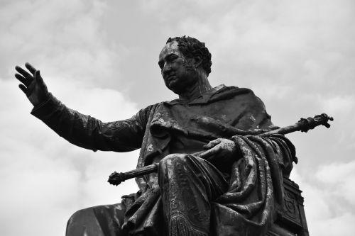 ruler regent statue