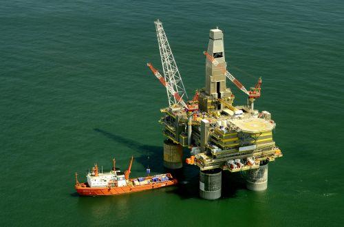 russia oil platform rig