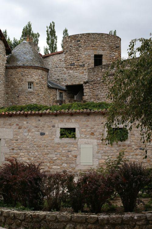 kaimiškas pastatas,akmenys,kaimas,france,žalias,seni langai,turai,krūmai,medžiai,kraštovaizdis,architektūra,senas senas namas,senas ūkis,romantiškas,anglų ivy,senas prancūzų pastatas,sodas,senas bokštas,miestas,Normandija,debesuota dangaus,debesys,šventė,turizmas