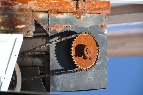 rusty  machine  chain