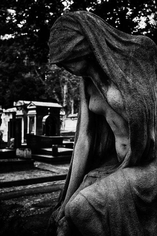 sacred art cemetery paris