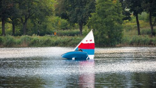 sail capsize lake