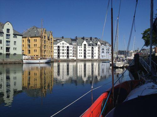 sail boat ålesund port