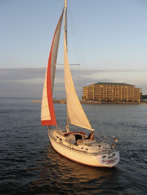 burlaivis,saulėlydis,valtis,vandenynas,jachta,laisvalaikis,gyvenimo būdas,buriuotojas,prabangus gyvenimo būdas,buriavimas,atostogos,laisvė,prabanga,šventė