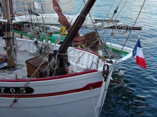 sailboat stern back